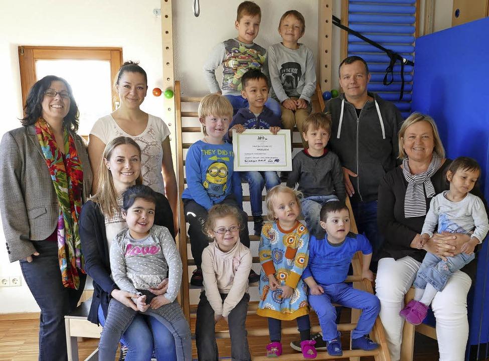 Freude über die Spende (von links): Na...Asal (Leiterin CHZ-Schulkindergarten)   | Foto: David rutschmann