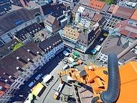 Mit einem Riesenhubsteiger auf Kontrolle an Freiburgs Münster