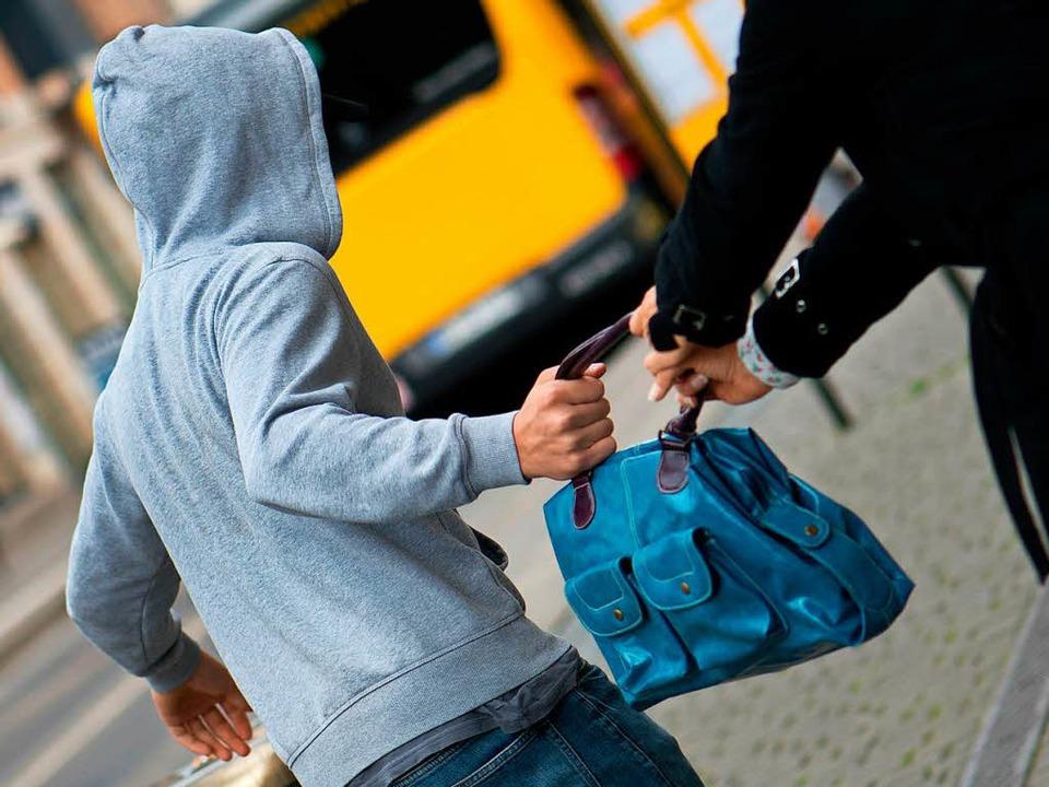 Taschendiebstahl (Symboldbild)  | Foto: dpa
