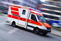 82-Jähriger rammt geparkte Autos und ein DRK-Fahrzeug