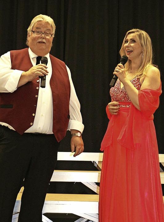 "Im Duett: Paul Seeger (Tenor) und Jana...11; ""Amigos para sempre"".   | Foto: Fotos: Karin Heiss"
