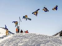 Hinterzartener Snowboarder schafft  Dreifachsalto