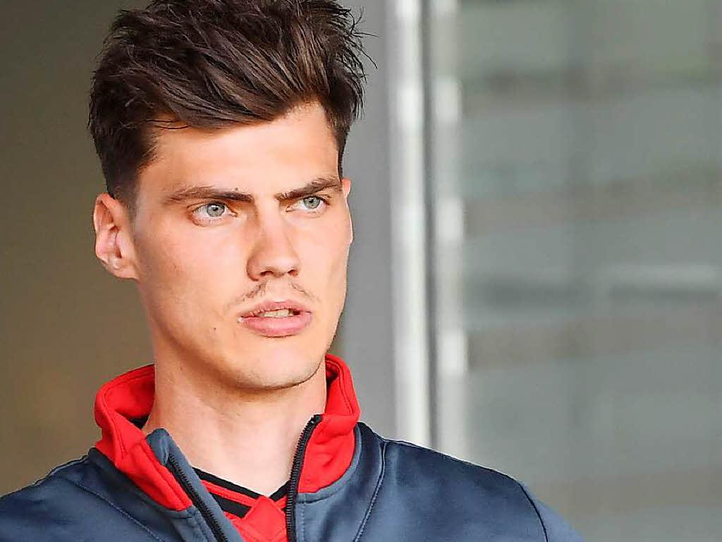 Fußball - SC Freiburg verpflichtet Verteidiger Stenzel fest vom BVB