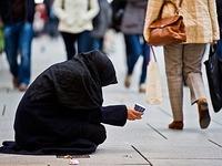 Hilfsbedürtig oder nervig? Bettler spalten die Bürgerschaft