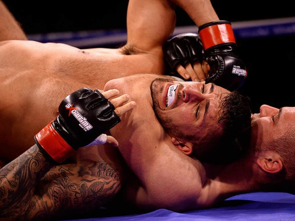 Impressionen am Ring bei der Freiburger Champions Fight Night, unter anderem in den Kampfsport-Disziplinen Kickboxen, Thaiboxen, Mixed Martial Arts, Grappling und Boxen.