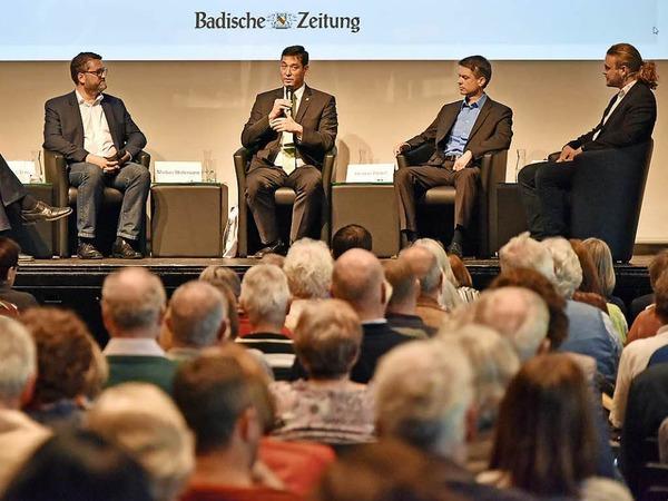 Die drei Kandidaten mit BZ-Redakteur Max Schuler auf dem Podium