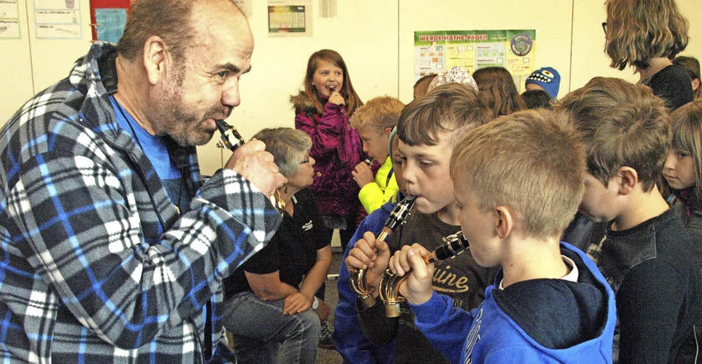 Mit Begeisterung bei der Sache waren d...ereins in der Rickenbacher Grundschule    Foto: Karin Stöckl-Steinebrunner