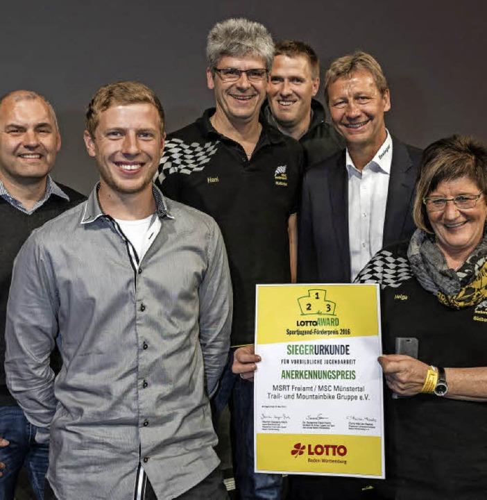 Den Sonderpreis für den MSC Münstertal...e Guido Buchwald (Zweiter von rechts).  | Foto: Bernhard Rein