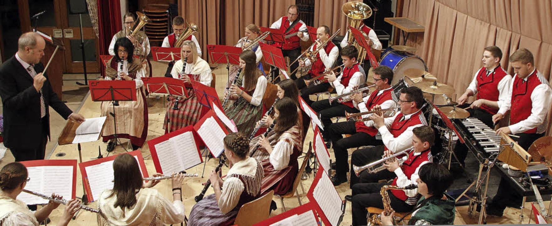 Die Trachtenkapelle bot bei ihrem Jahreskonzert ein erfrischendes Repertoire.   | Foto: Heidi Fössel