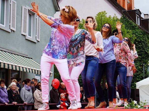 Impressionen von der Autoschau und dem verkaufsoffenen Sonntag in Breisach