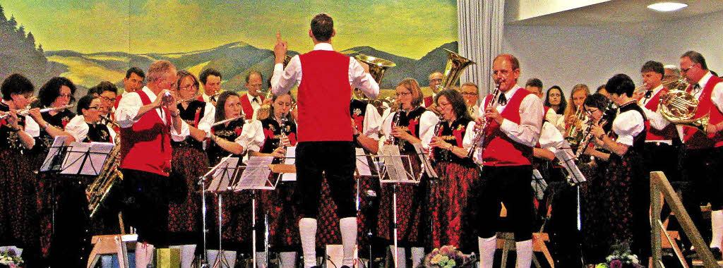 Dirigent Dominik Hierholzer hatte mit seinen Musikern ein erfolgreiches Konzert vorbereitet. Foto: Spiegelhalter