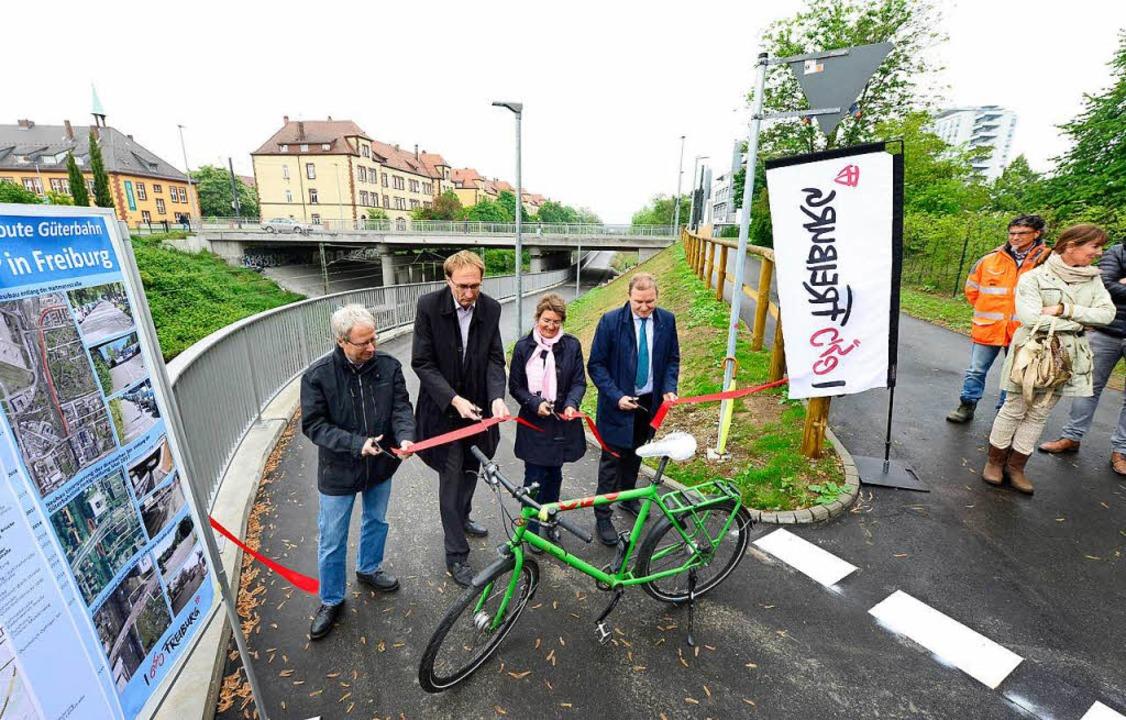 Andreas Hauß vom Personalrat der Unikl...n der Uniklinik, eröffnen den Radweg.   | Foto: I. Schneider