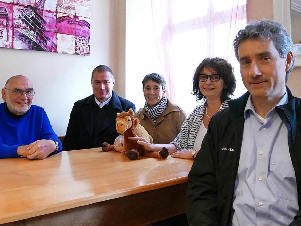 Im Kamelion (von links): Karl-Heinz Kl...e, Sibylle Burkart  und Kai Thierbach.  | Foto: Sabine Ehrentreich