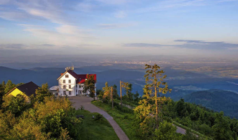 Der Hochblauen mit seinem Berghotel is...e Frage nach der weiteren Entwicklung.  | Foto: Birgit-Cathrin Duval