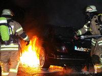 Autos brennen auf dem Gelände der Polizeifachhochschule