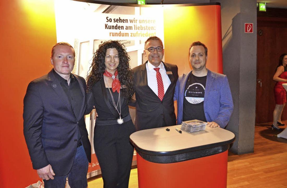 Gastredner und Firmenleitung der SV-Ge...gaier, Fabian Mittermair (von links).     Foto: Fotos: Bayer