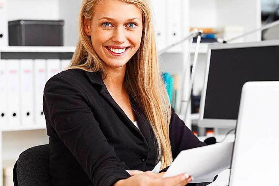 Lohngleichheit: Frauen sollen in Zukunft nicht mehr weniger verdienen als Männer. Beschäftigte in Firmen ab 200 Mitarbeitern können daher künftig Informationen darüber verlangen können, was vergleichbare Kollegen bekommen. (Foto: fotolia.com/Yuri Arcurs)