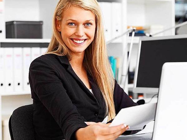 Lohngleichheit: Frauen sollen in Zukunft nicht mehr weniger verdienen als Männer. Beschäftigte in Firmen ab 200 Mitarbeitern können daher künftig Informationen darüber verlangen können, was vergleichbare Kollegen bekommen.