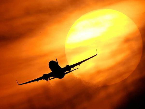 Fluggastdaten: Luftfahrtunternehmen müssen die Daten von Passagieren speichern, die aus einem EU-Staat in einen Nicht-EU-Land fliegen oder umgekehrt. Das soll dem Kampf gegen Terrorismus und schwere Kriminalität dienen. Zu den Daten gehören Name, Kreditkartennummer, Anschrift oder E-Mail-Adresse.