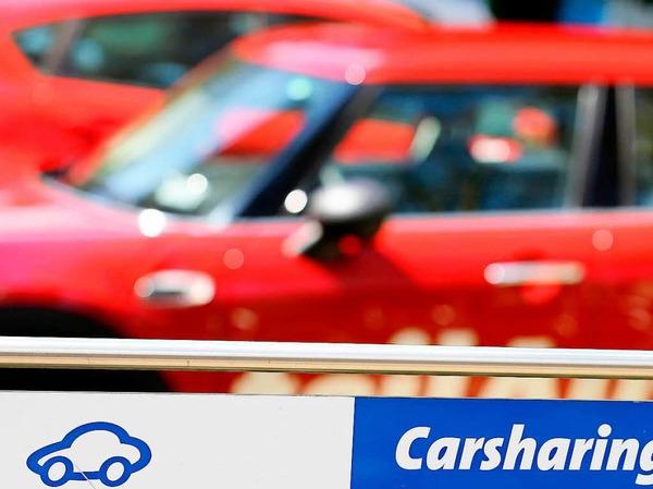 Carsharing: Wer das Auto mit anderen Fahrern teilt, soll leichter und günstiger parken. Kommunen können Parkgebühren für Car-Sharing-Autos senken oder streichen, sie können auch Flächen allein für solche Fahrzeuge reservieren.