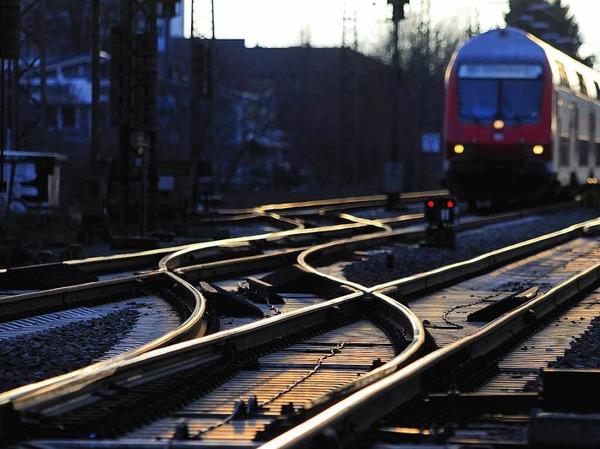 Schienenlärm: Für laute Güterwagen gilt ab Ende 2020 ein Fahrverbot auf deutschen Schienen. Ein neues Gesetz legt einen Grenzwert für Schallemissionen fest, den Güterzüge nicht überschreiten dürfen. Bei Verstößen gegen das Fahrverbot drohen bis zu 50 000 Euro Strafe.