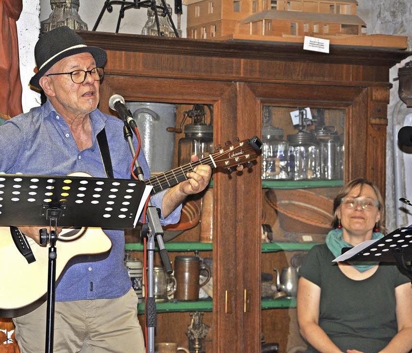 Geschichten und Lieder auf Alemannisch...dinger und Heinz Siebold ihr Publikum.    Foto: Jutta Schütz