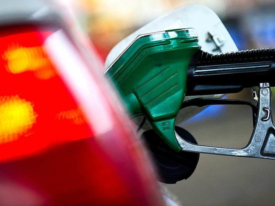 Auf Benzin hatte es der Täter nicht abgesehen.  | Foto: dpa