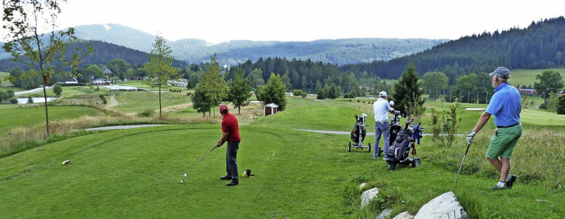 Idyllisch liegt der Golfplatz  Hochsch...ch genau an, wo sein Ball landen soll.  | Foto: simoneit