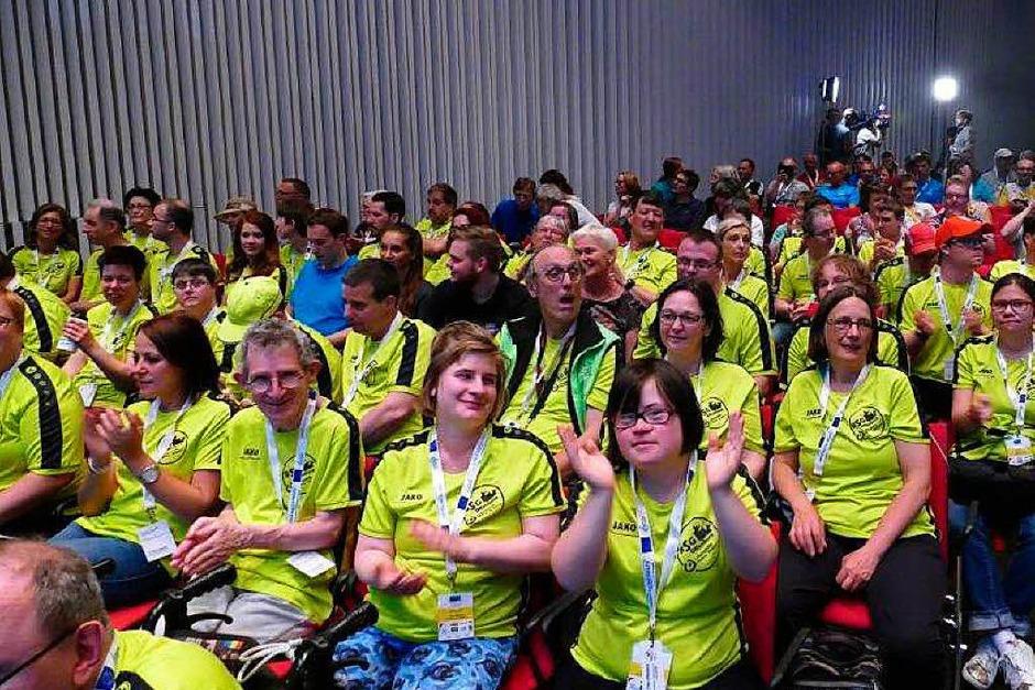 Das gemeinsame Team von Behindertensportgruppe und Lebenshilfe Offenburg / Oberkirch bei der Eröffnungsfeier in der Oberrheinhalle (Foto: Helmut Seller)