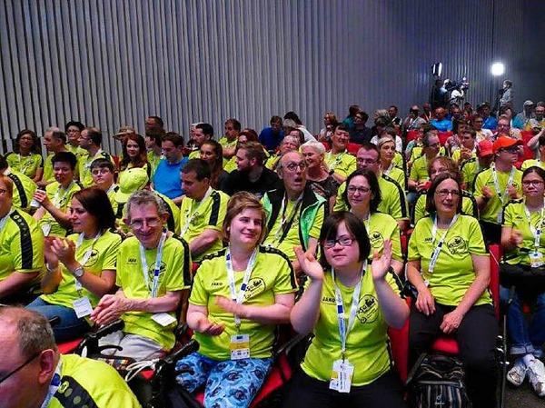 Das gemeinsame Team von Behindertensportgruppe und Lebenshilfe Offenburg / Oberkirch bei der Eröffnungsfeier in der Oberrheinhalle