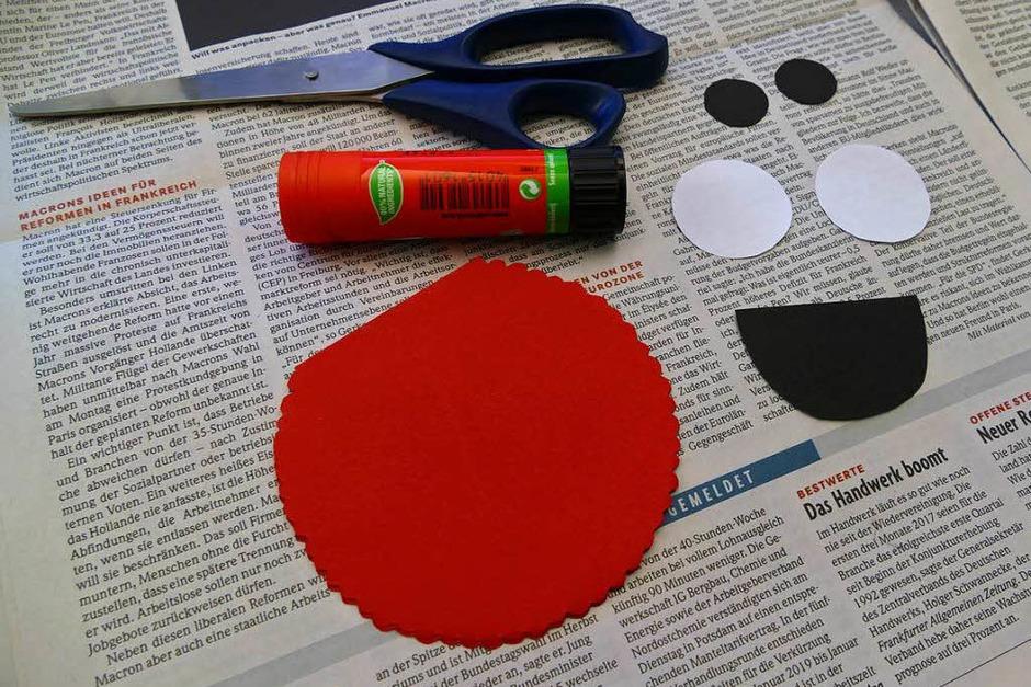 MONSTERKARTEN Was du benötigst:Schere, Kleber sowie buntes, weißes und schwarzes Papier (Foto: Samah Al Taai)