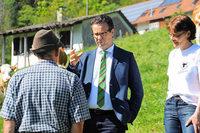 Minister besucht Idylle mit Problemen