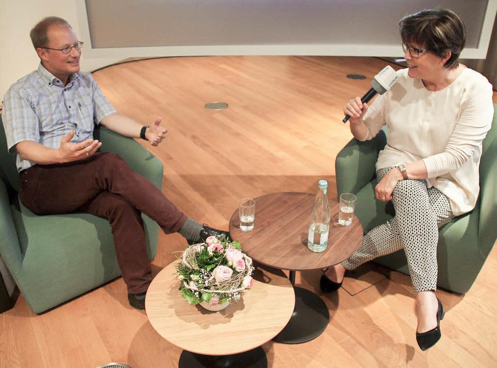 Angela Winkelmann im Gespräch mit Matthias Zeller   | Foto: Siemann