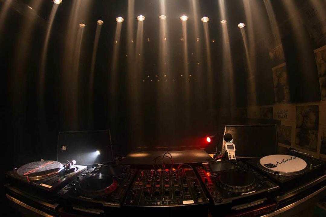 Dunkel und auf das Wesentliche, guten ...; das war der Hinterhof Club in Basel.  | Foto: Promo