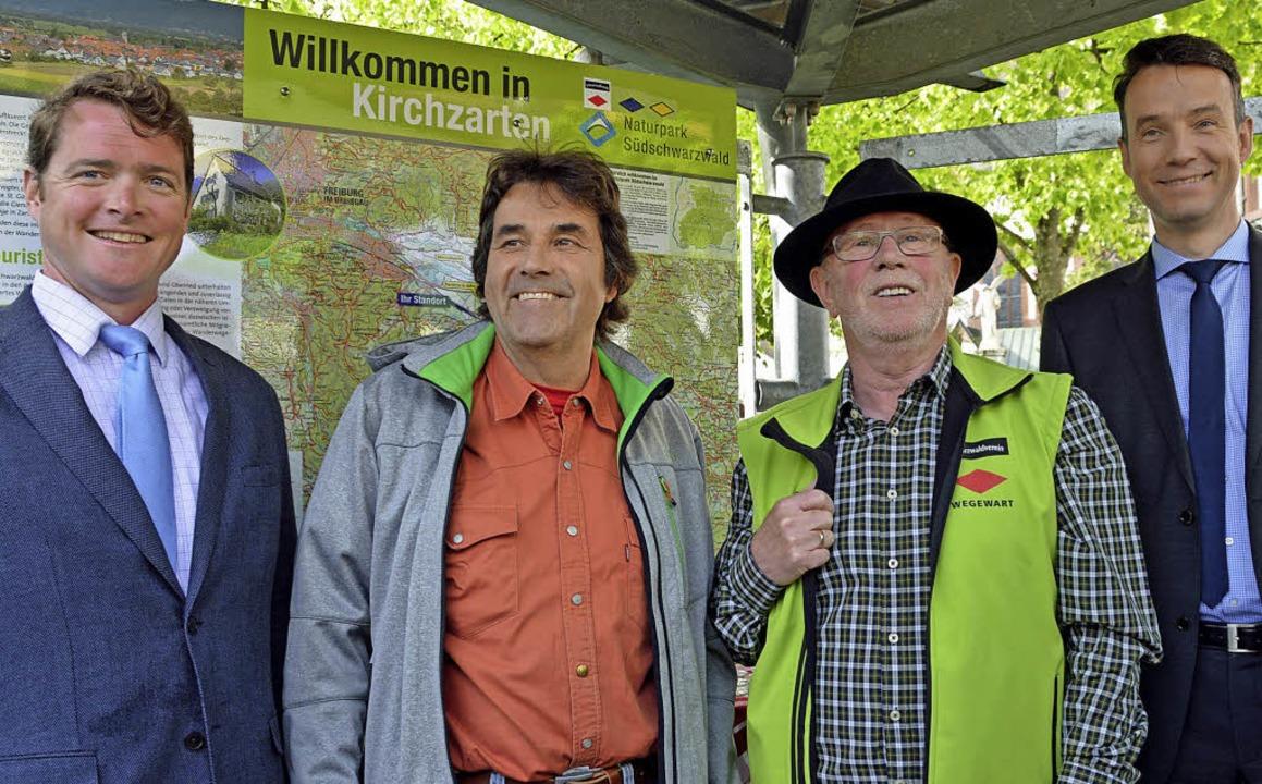 Freuen sich über die neuen Wanderweget... Esders und Andreas Hall (von links).     Foto: Gerhard Lück