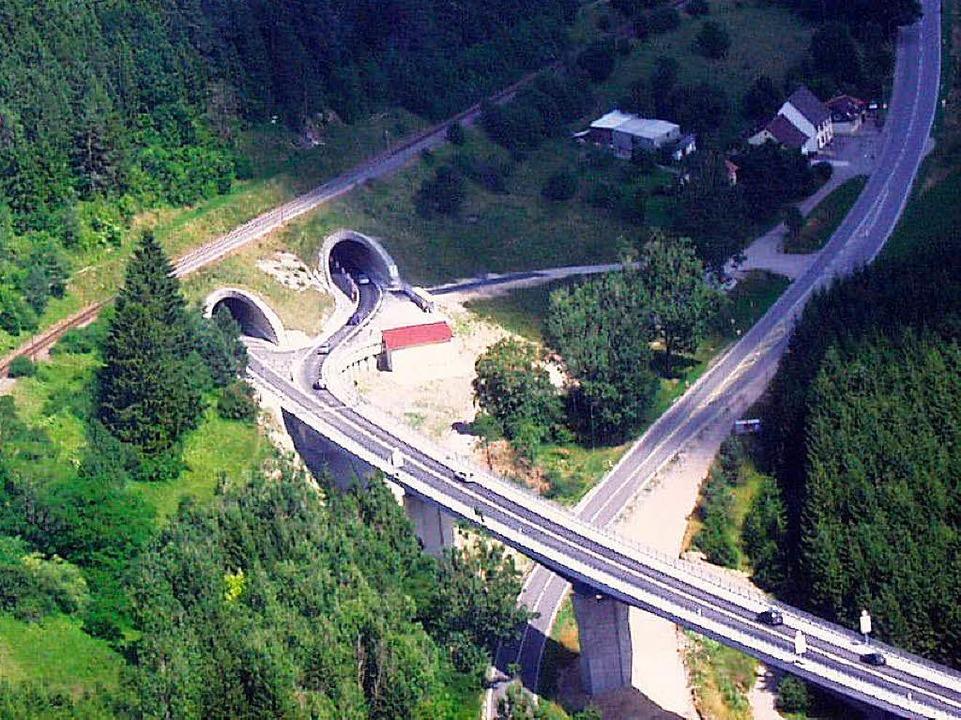 Noch verläuft der Verkehr auf der B 31...etzt soll die Südbrücke gebaut werden.  | Foto: Christa Maier