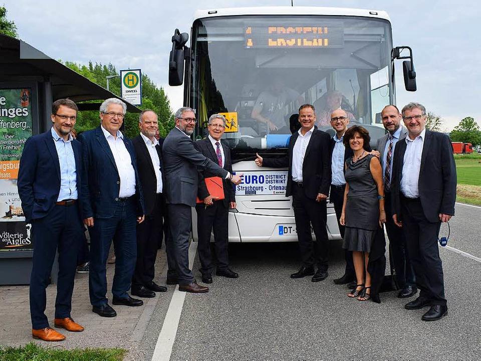 Vertreter aus Politik und Wirtschaft h...eutschland per Unterschrift besiegelt.  | Foto: Schoch