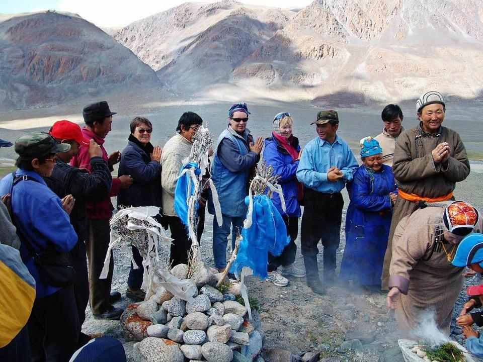 Bei einer Berggeisterzeremonie.  | Foto: Privat