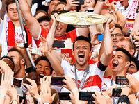 Partytime in Stuttgart: VfB steigt als Meister auf