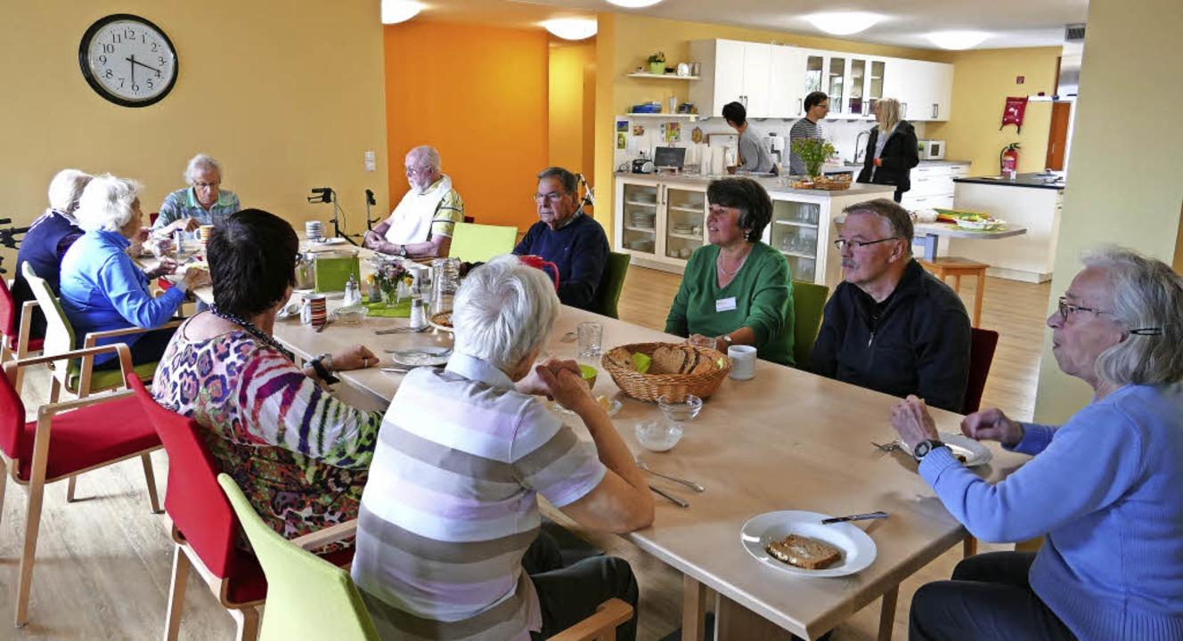 In der Demenz-WG Mittendrin in Staufen... Sozialstation die Pflege übernommen.   | Foto: Hans-Peter Müller