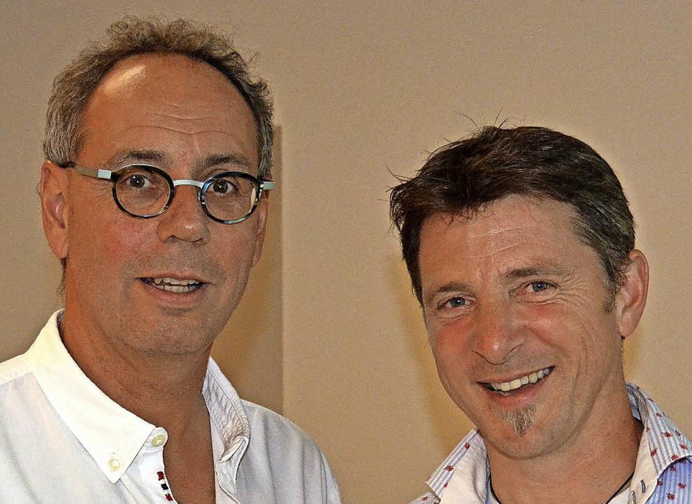 Michael Eisele (links) und Wolfgang Braun helfen Familien.  | Foto: wik