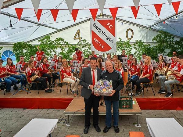 Zum Jubiläum  hatten sich die gut 30  musikalischen Vereinsmitglieder unter der Leitung von Herbert Ücker  zusammengefunden, um den Festakt  zu begleiten.