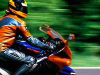Motorradraser ist mit 300 Sachen unterwegs – und stellt Video ins Netz