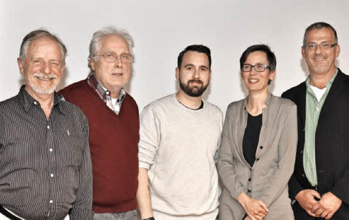 Marco Walbröhl (Mitte) steht an der Sp...er) stehen ihm zur Seite (von rechts).  | Foto: KAi Kricheldorff