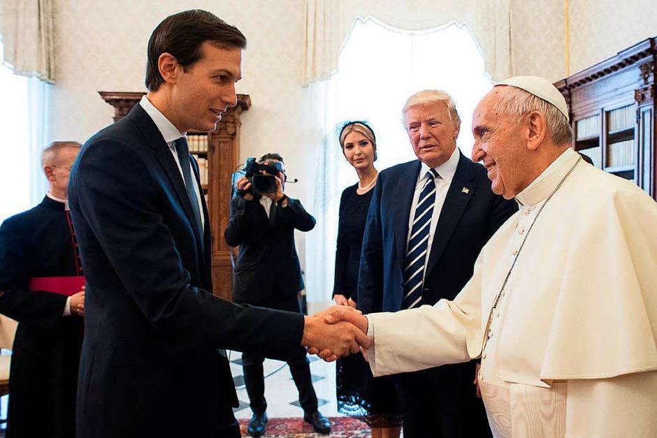 Jared Kushner, Berater und Schwiegersohn des US-Präsidenten Trump, und Papst Franziskus (Foto: dpa)