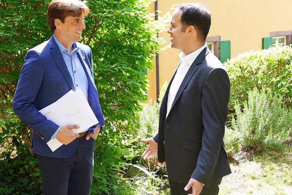 Europa-Park-Geschäftsführer Thomas Mack im Gespräch mit Daniel Charhouli, Geschäftsführer der Badischen Zeitschriften, die baden. herausgeben. (Foto: Janis Adam)