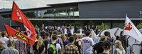 Rund 200 Demonstranten äußern Unmut über die AfD