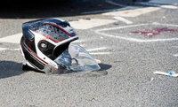 Motorradfahrer kommt von der Straße ab und verletzt sich