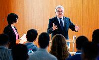 Flüchtlinge in Baden-Württemberg erhalten nun Unterricht zu Demokratie und Freiheit