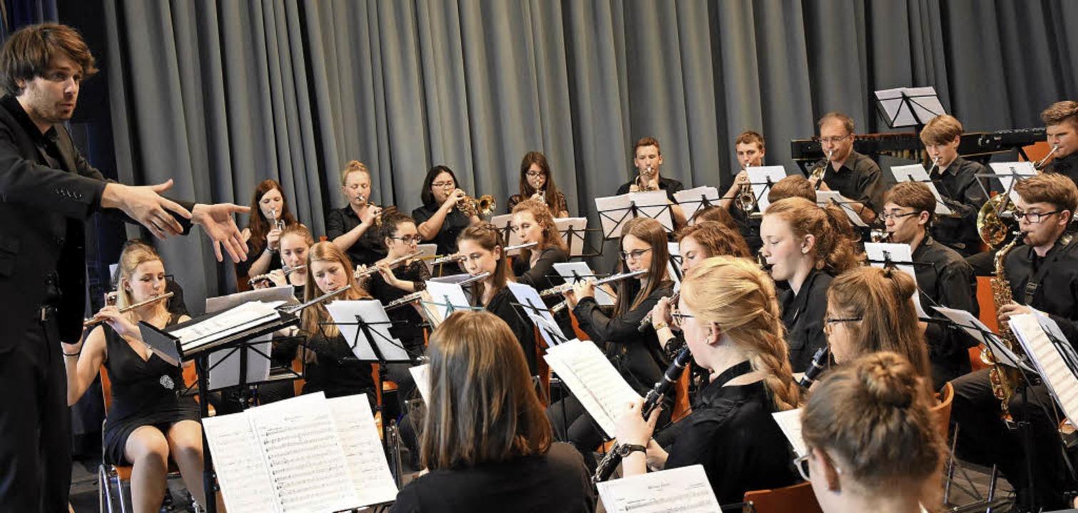 Das Jugendblasorchester unter der Leitung von Nicholas Reed  | Foto: Jonas Hirt